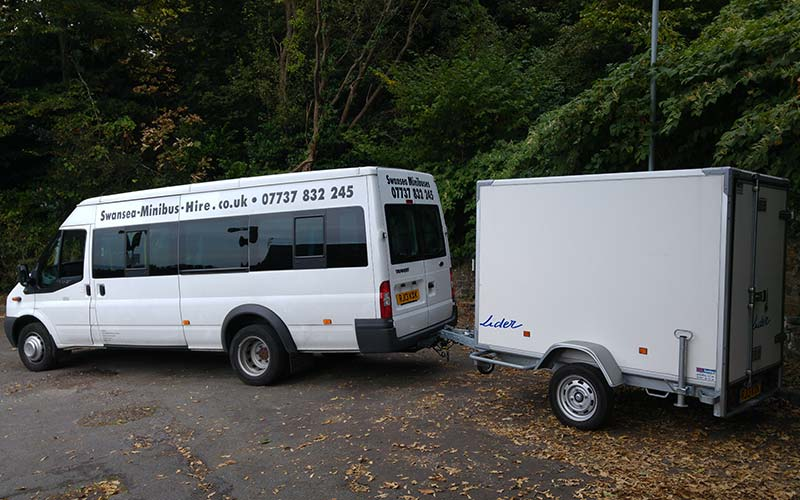 Minibus Hire With Luggage trailer
